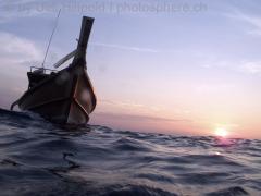 Longtailboot im Sonnenuntergang; Koh Tachai, Thailand