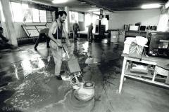 Bodenreinigung in der Werkhalle